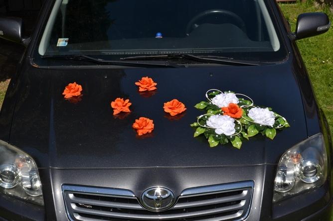 Svadobné dekorácie na auto - Kvety na ozdobenie automobilu - oranžová