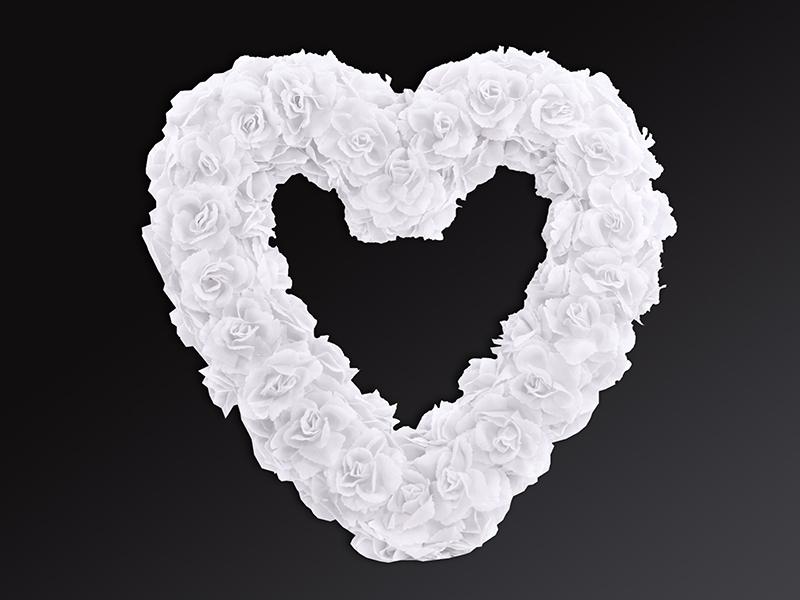 Svadobné dekorácie na auto - Bílé květinové srdce