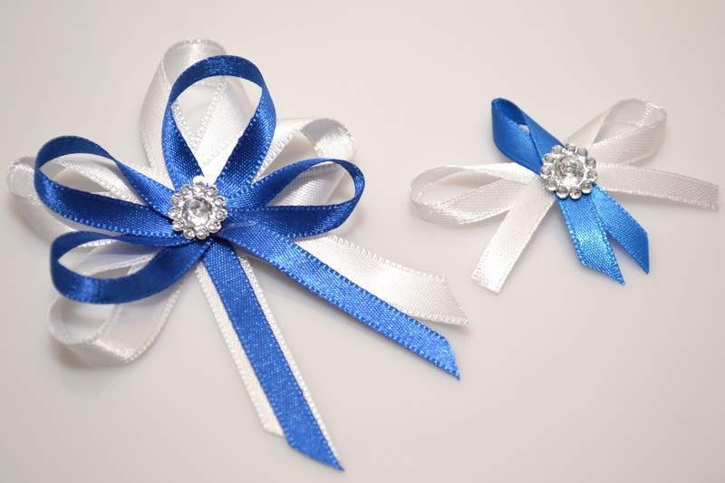 Svadobné výväzky a stuhy - Svadobný vývazek s brošňou - modrá