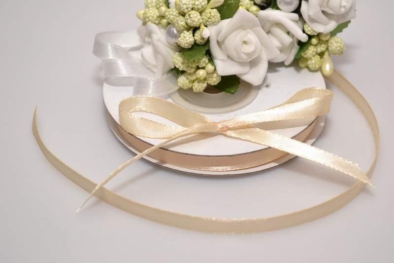 Svadobné výväzky a stuhy - Saténová stuha krémová