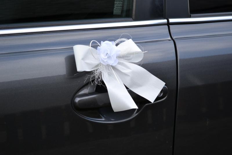 Svadobné dekorácie na auto - Mašličky na kľučky