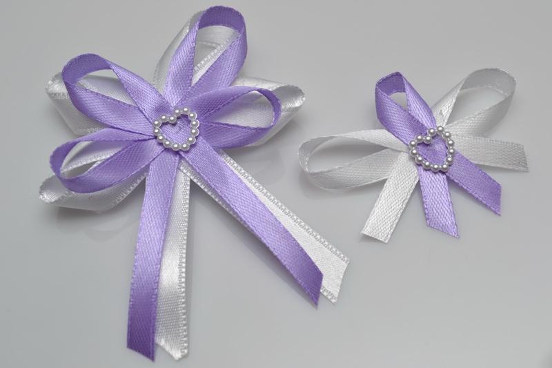Svadobné výväzky a stuhy - Svadobný vývazek s perleťovým srdiečkom - lila