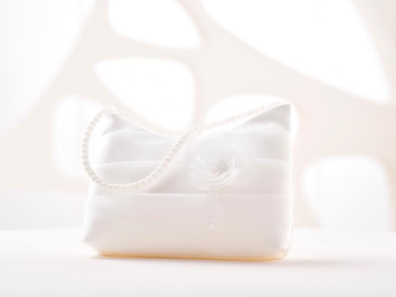 Doplnky pre nevestu - Svadobná kabelka s kvetinkou