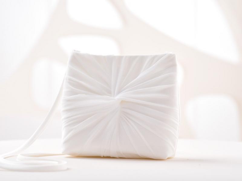 Doplnky pre nevestu - Svadobná kabelka s tylom