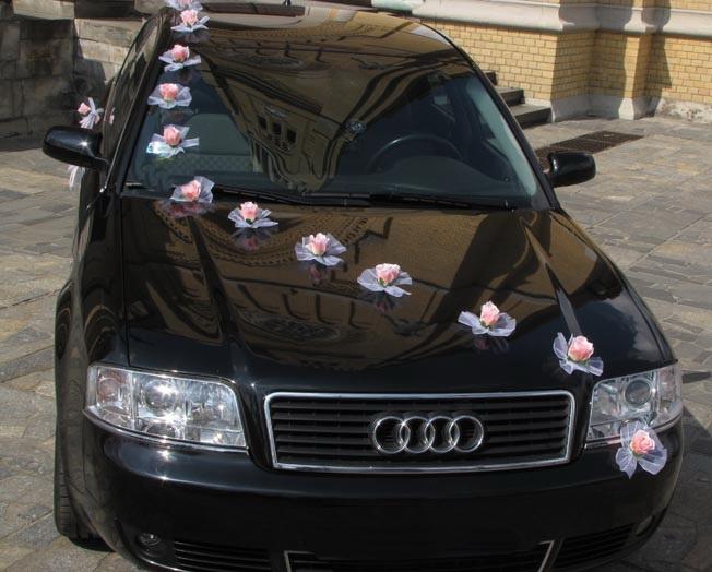 Svadobné dekorácie na auto - Výzdoba autá ruže