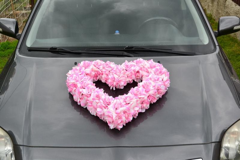 Svadobné dekorácie na auto - Kvetinové srdce