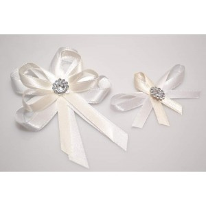 Svatební vývazek s broží - krémová