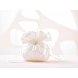 Svatební pompadůrka s perličkami