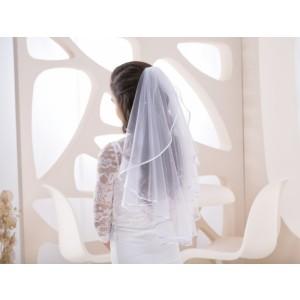 Svatební závoj zdobený perličkami